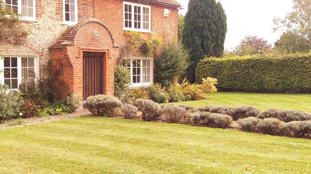 Country Cottage Gardens   Ashford, Kent   01233 896 646